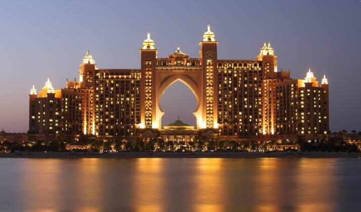Le Louvre Abu Dhabi inaugure sa première exposition de photographie