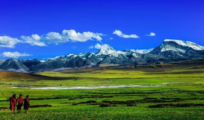 Au Tibet, ce train perché à 3000 mètres d'altitude doit être alimenté en oxygène