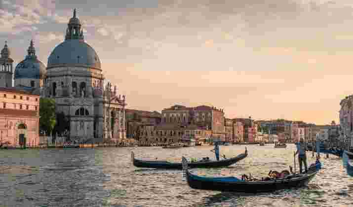VIDÉO - Carnaval de Venise : le traditionnel vol de l'ange place Saint-Marc