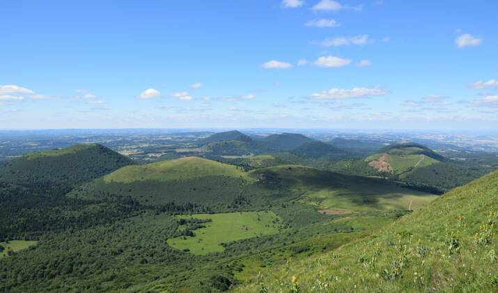 Volcans d'Auvergne : 5 randonnées pour découvrir le patrimoine naturel de la région