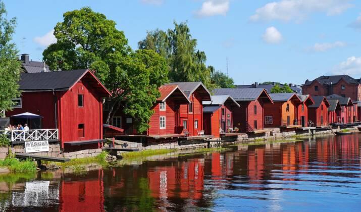 """Cinq choses loufoques à faire en Finlande : tricot heavy metal, """"portage d'épouse"""", air guitar…"""