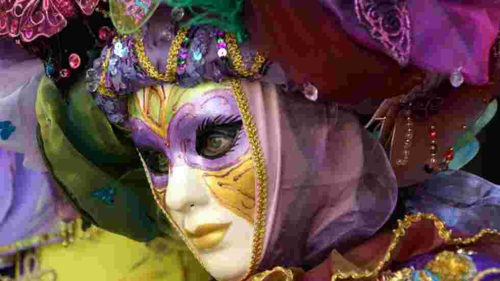 Carnaval Venitien De Greoux Les Bains Fond D Ecran Gratuit Geo Fr