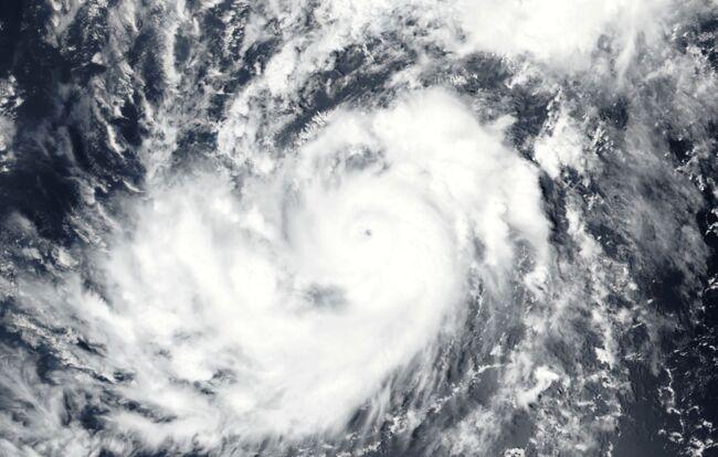 Trump a suggéré de bombarder les ouragans (média)