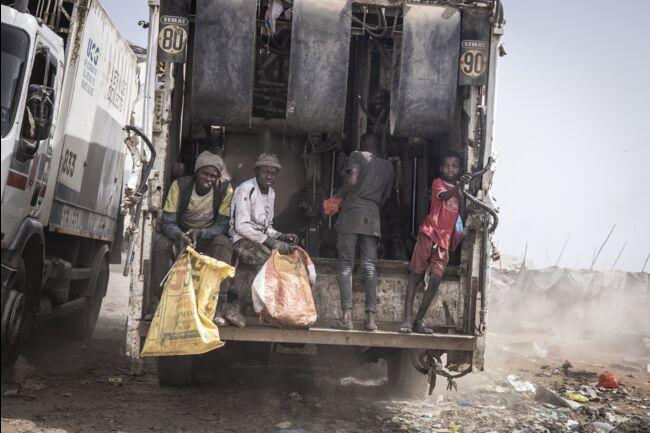 """Le """"Promoged"""" menace l'économie informelle florissante des """"récupérateurs"""" de la décharge de Mbeubeuss %count(alt)"""