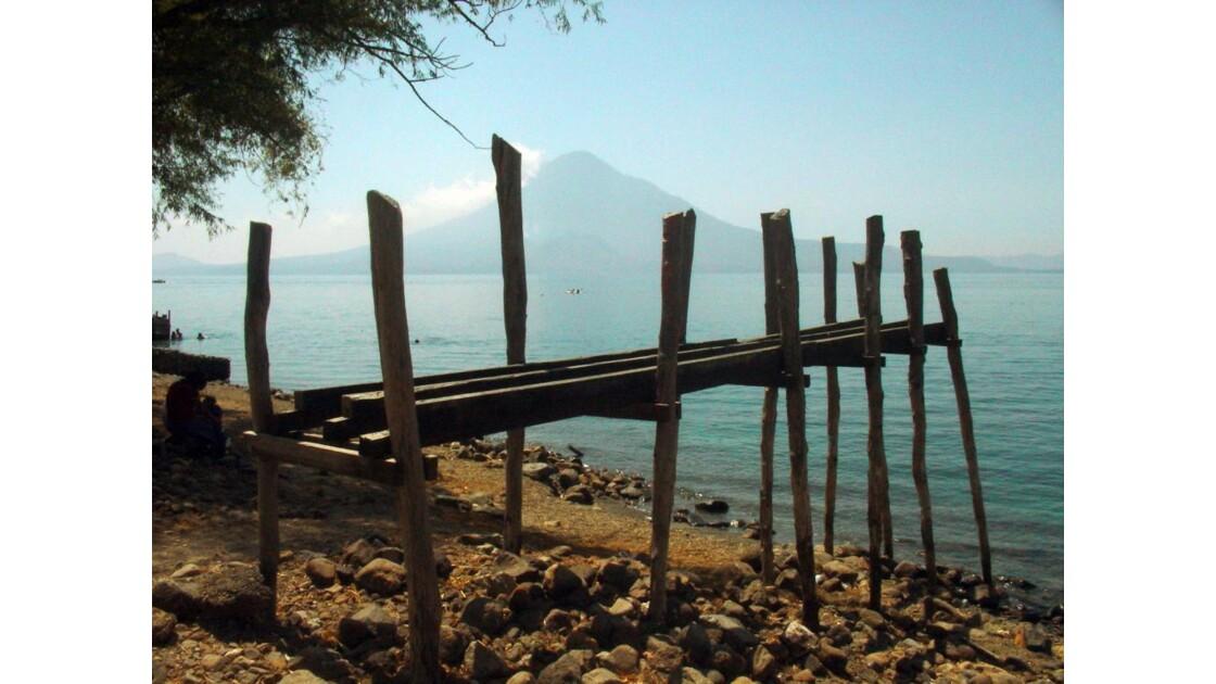 Lac Atitlan et le volcan San Pedro