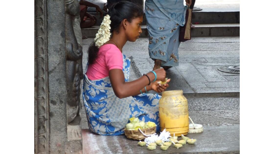 Vendeuse de bougies