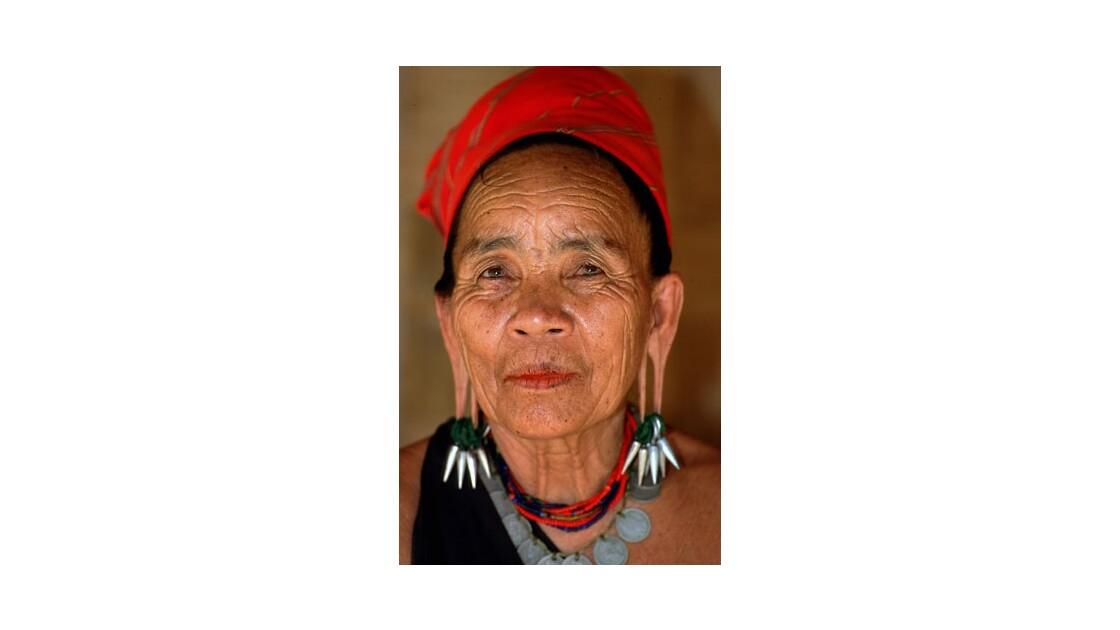 "Femme Birmane Padaung ""Femme girafe"""