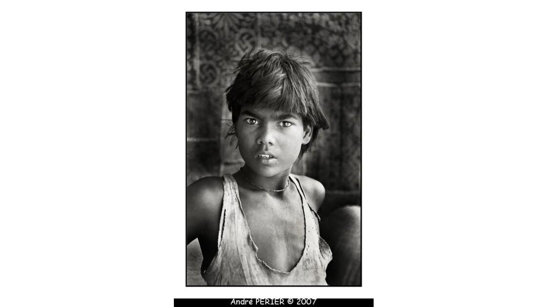 Jeune travailleur indien