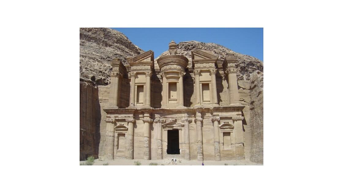 Pétra le monastère
