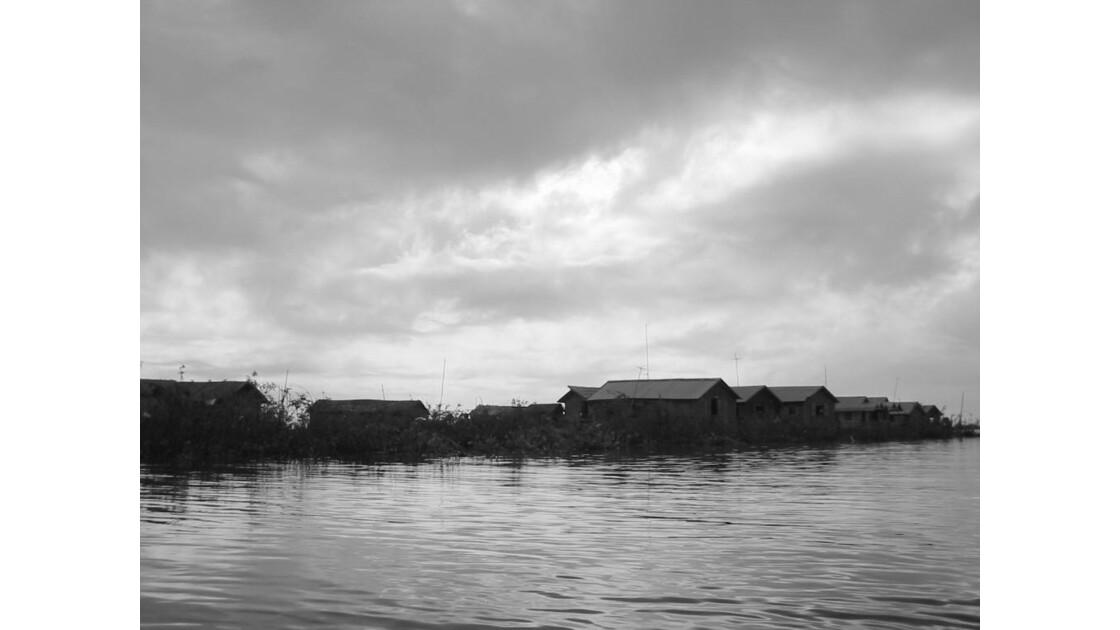 Village sur le Tonlé Sap
