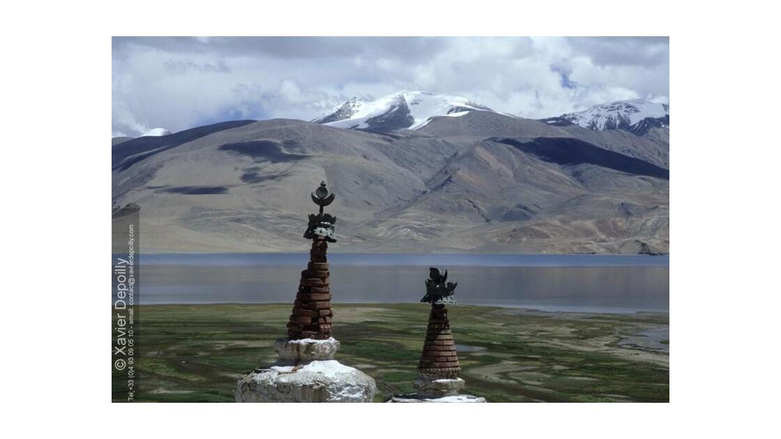 Stoupas au lac Tsomoriri-ladakh
