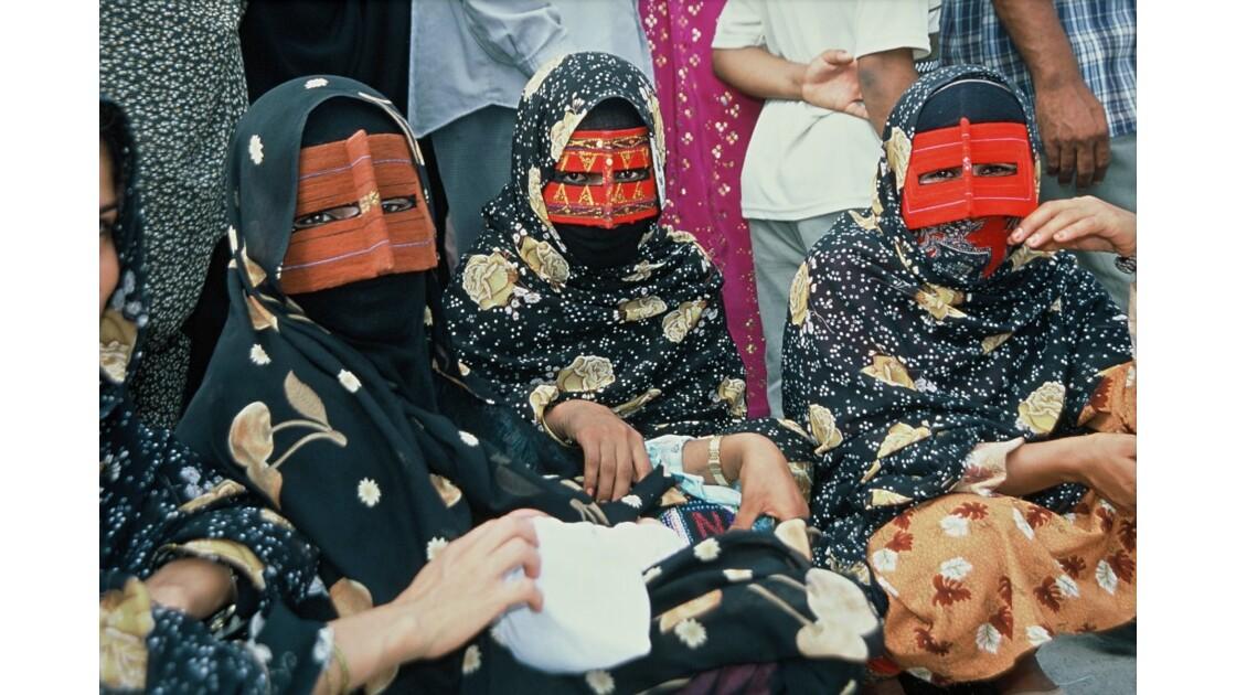 Marché bédouin à Minab: burka tradition