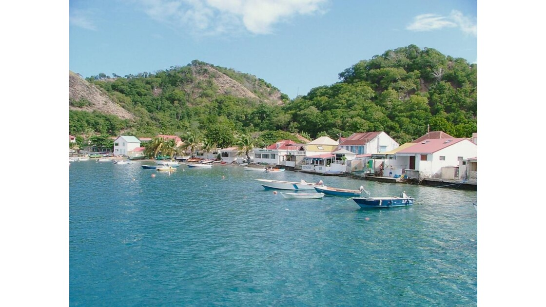les_saintes_village.jpg