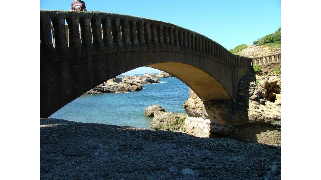 biarritz_sous_le_pont.JPG