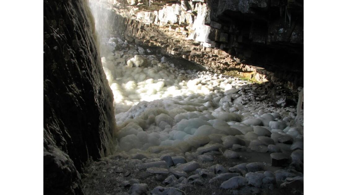 L'eau, la glace et le rocher