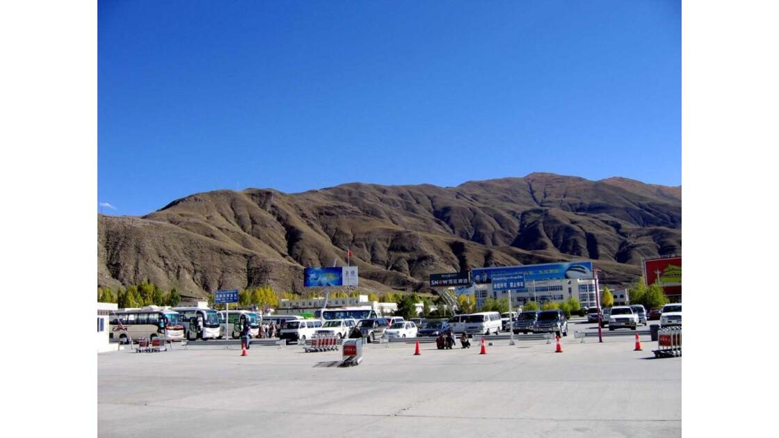 IMG_0165.jpg_Parking de l'aéroport de Lh