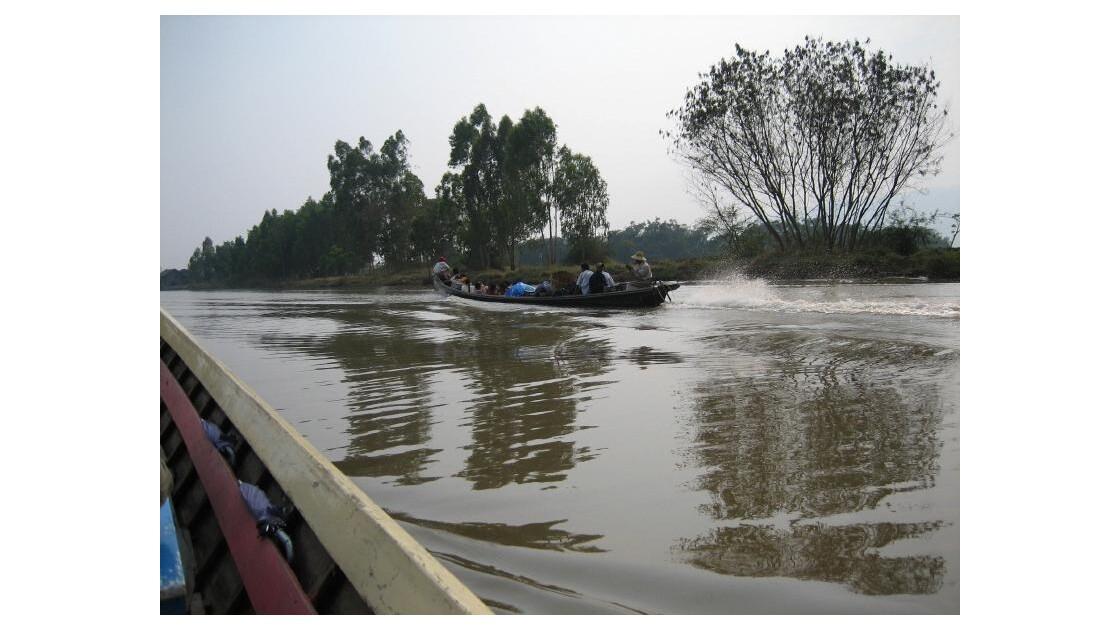transport  voyageurs sur le lac INLE.JP