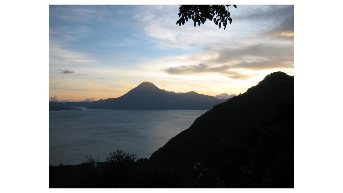 coucher soleil lac Atitlan Guatémala.JP