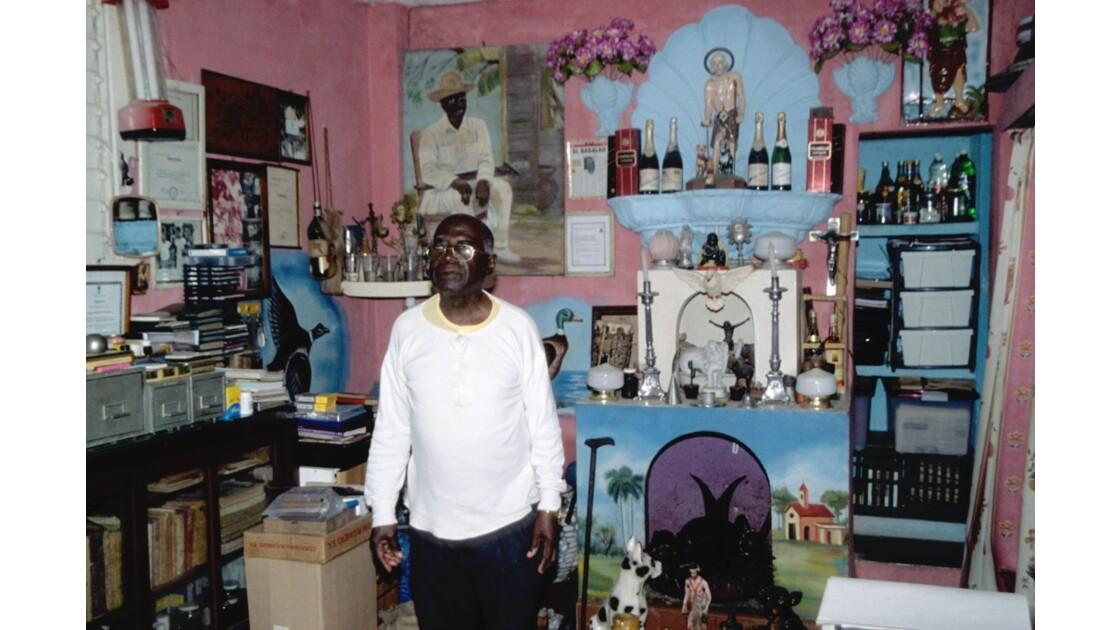 Chez Enriquito, prêtre santériste à La