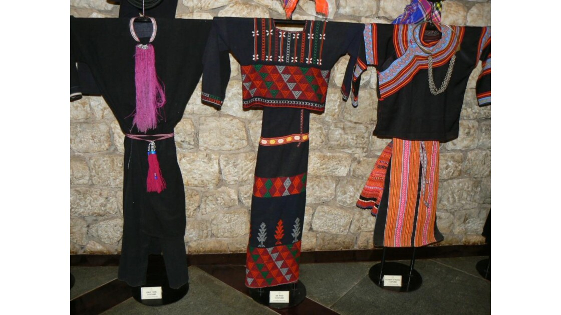 SAPA costumes des tribus du Nord