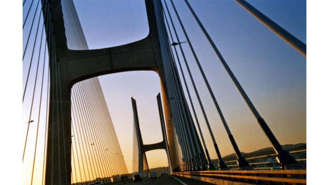 Pont Vasco de Gama Lisbonne.jpg