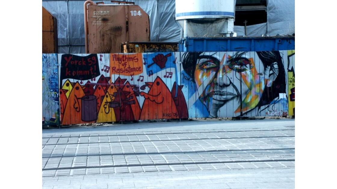 fresque murale alexanderplatz.jpg
