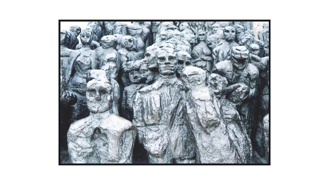 Sculpture_aux_Tuileries.jpg