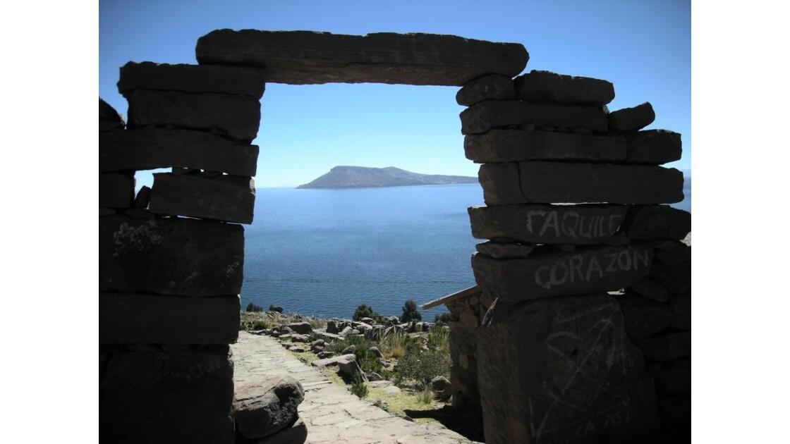 Porte à Taquile, Lac Titicaca