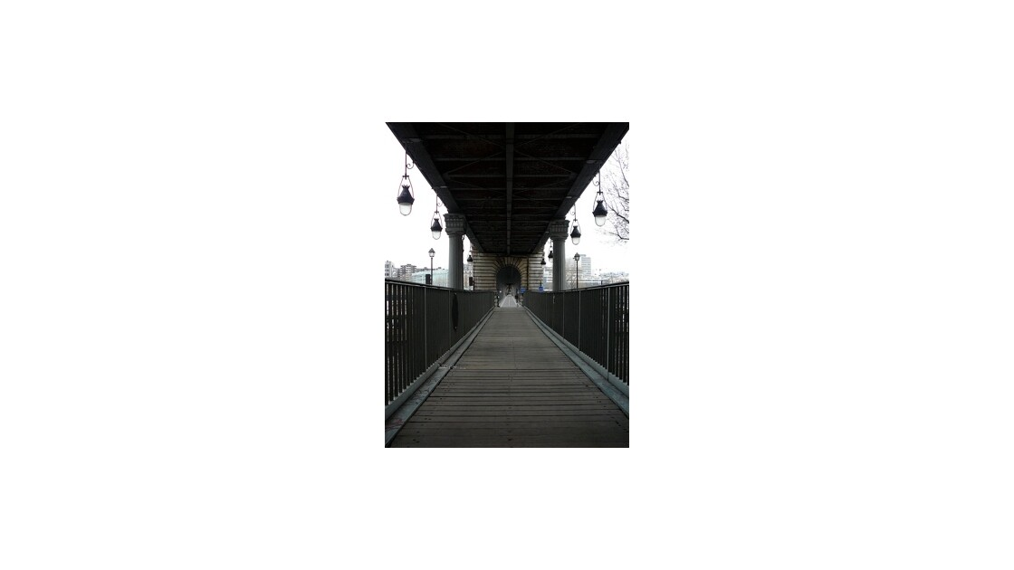 Sous le Pont de Bir-Hakeim