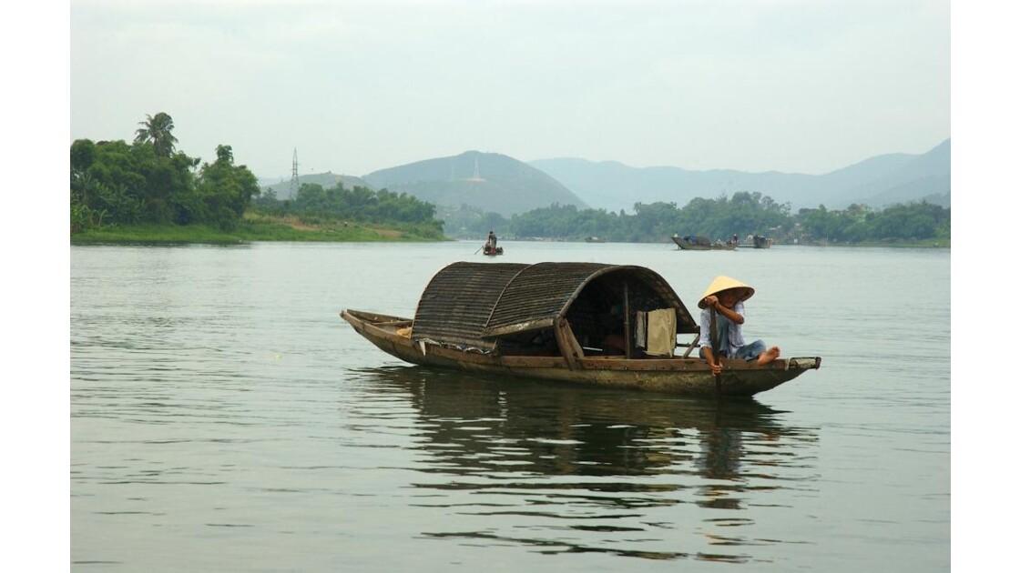 Sampan sur la rivière des parfums à HUE