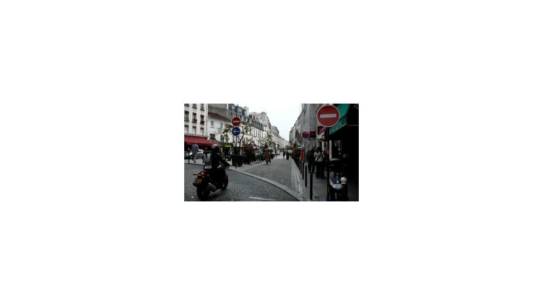 Rue Lepic sur la Butte Montmartre