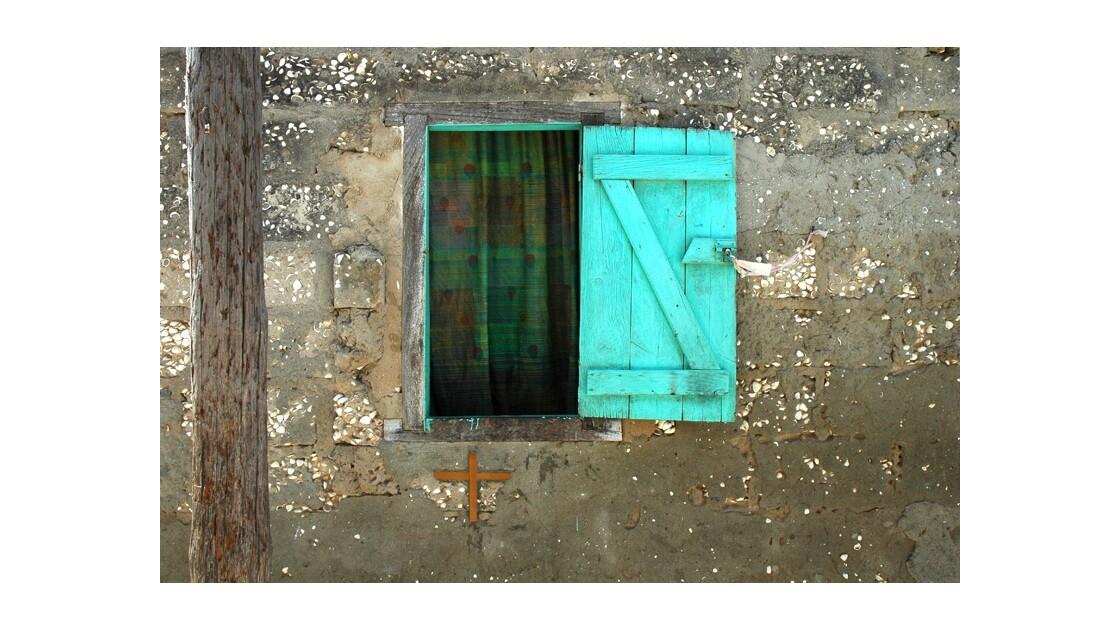 La croix - Ile de Gorée - Sénégal.jpg