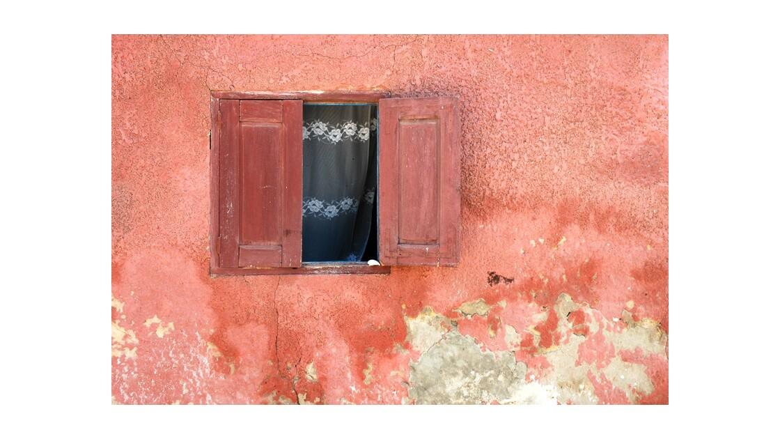 Rouge - Ile de Gorée Sénégal.jpg