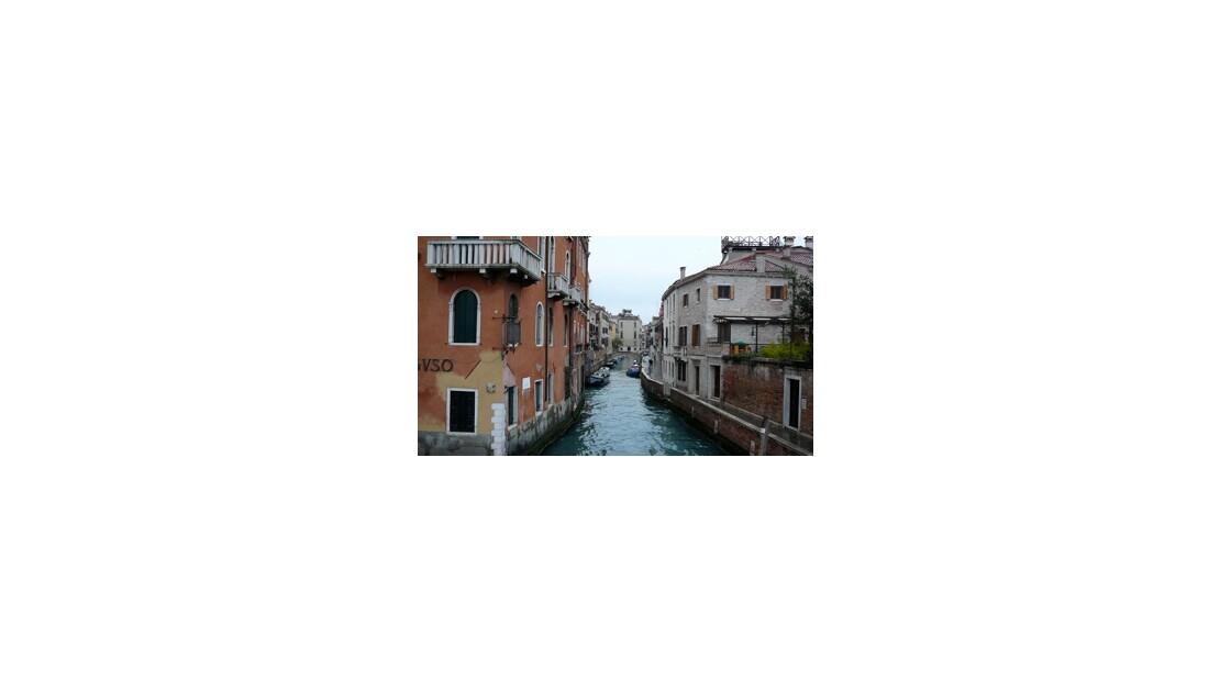 Canal et pont vénitien