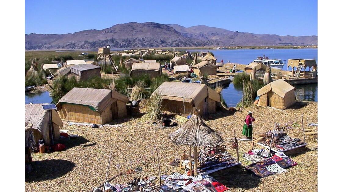 village flottant à UROS.jpg