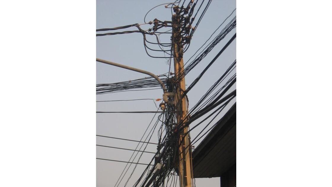 FILS ELECTRIQUES A BANGKOK