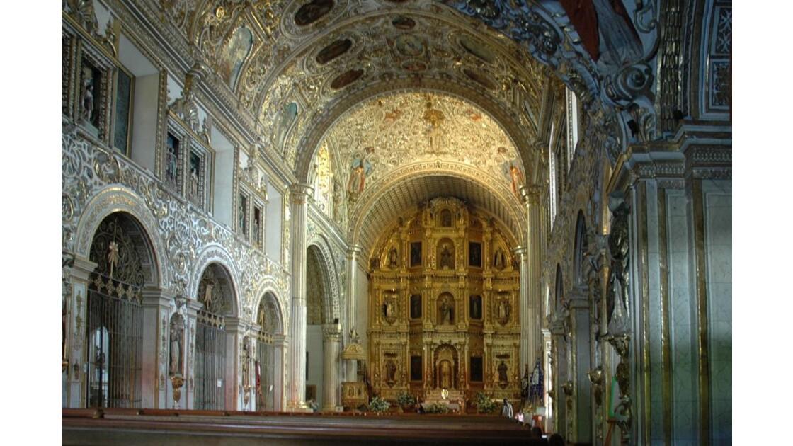 La nef de l'église santo Domingo.
