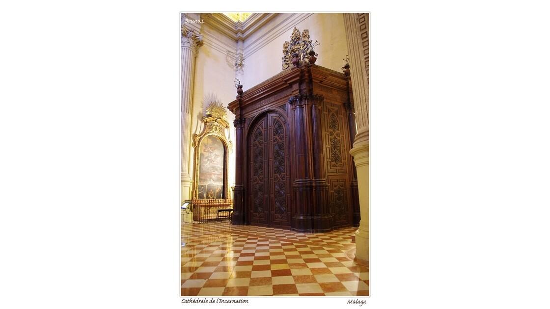 Une des monumentales portes d'accès