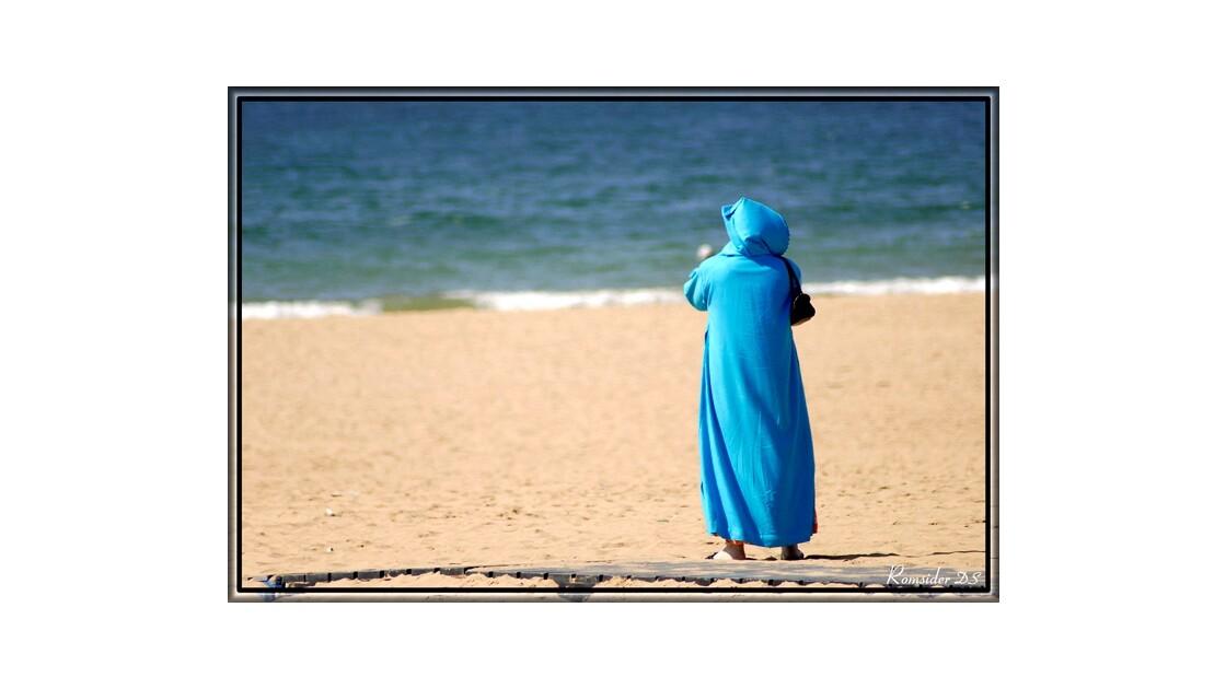 En djelaba bleue, (Agadir, Maroc)