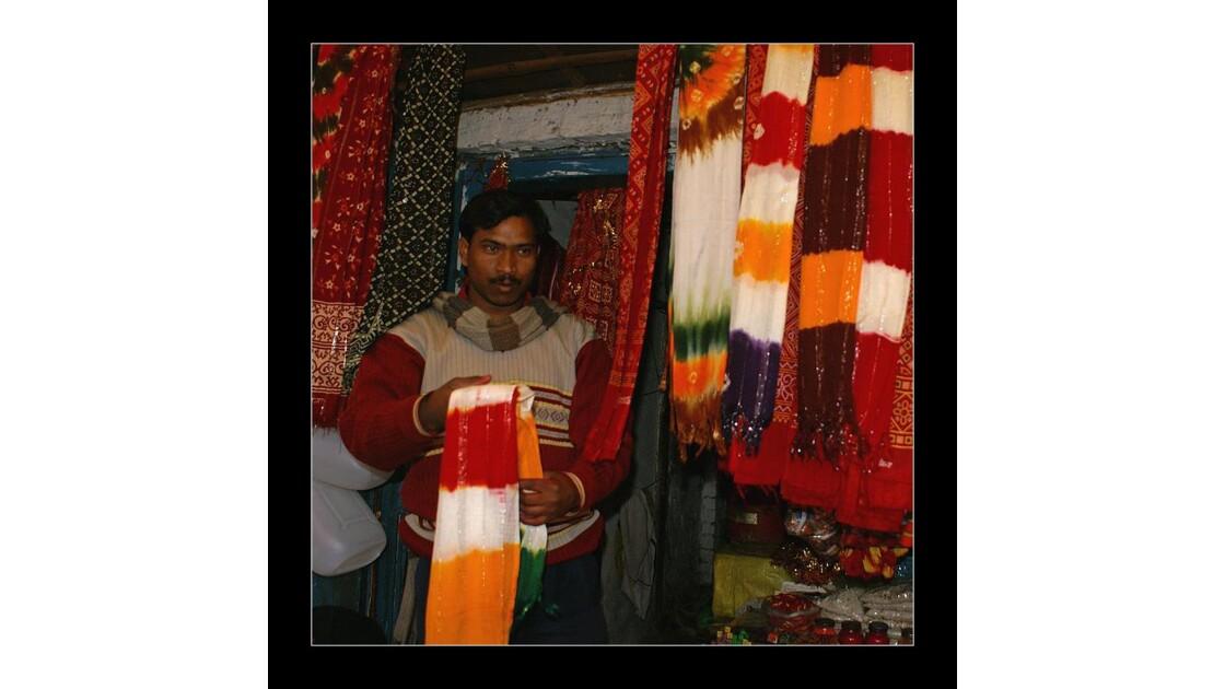 Le vendeur d'écharpes