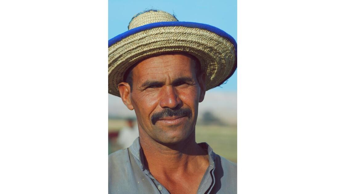 Le traditionnel chapeau de paille des oa