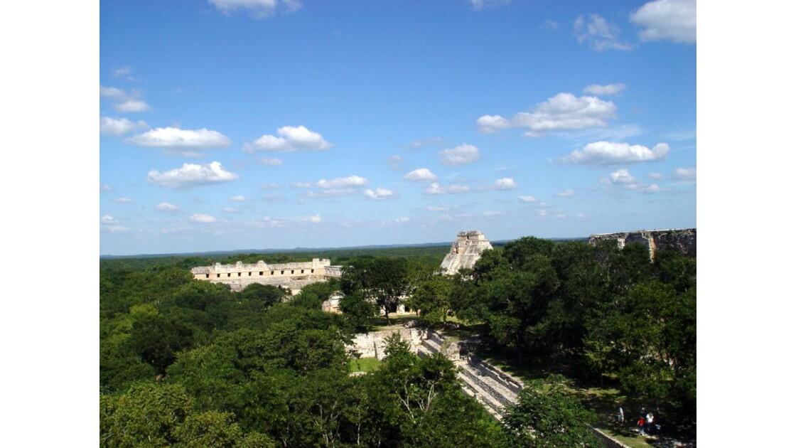 Site d'Uxmal vue sur Pyramide du Devin