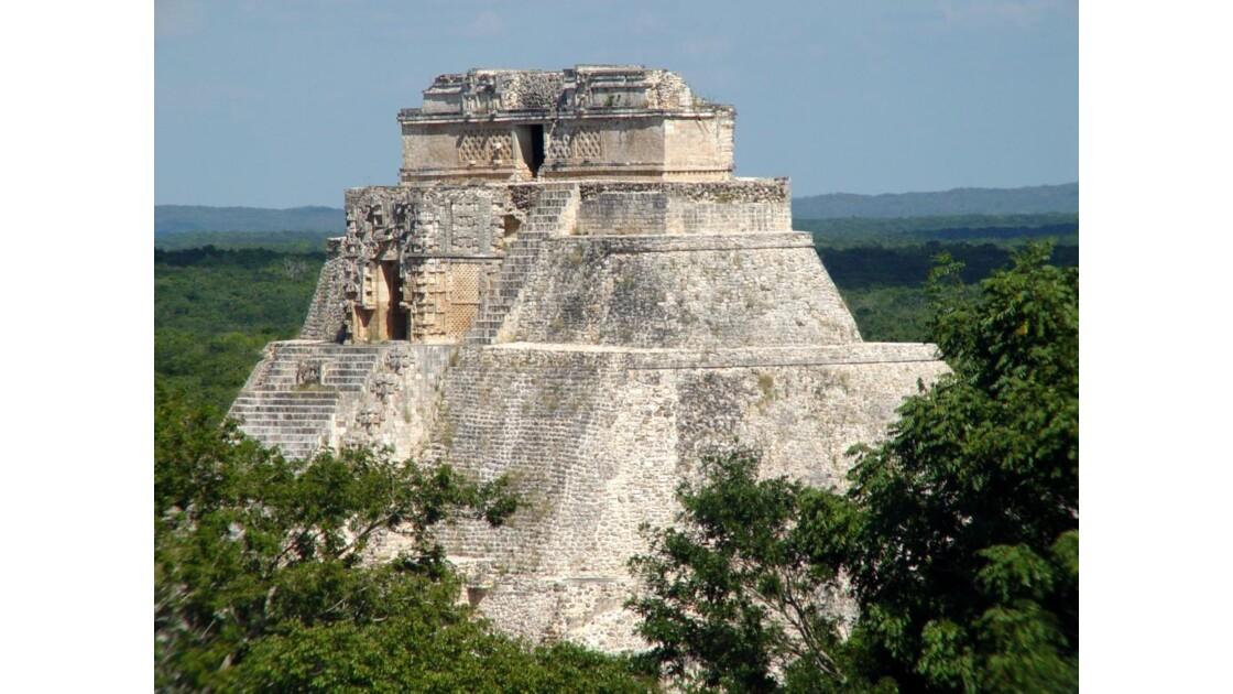 Uxmal2 Zoom sur la Pyramide du devin