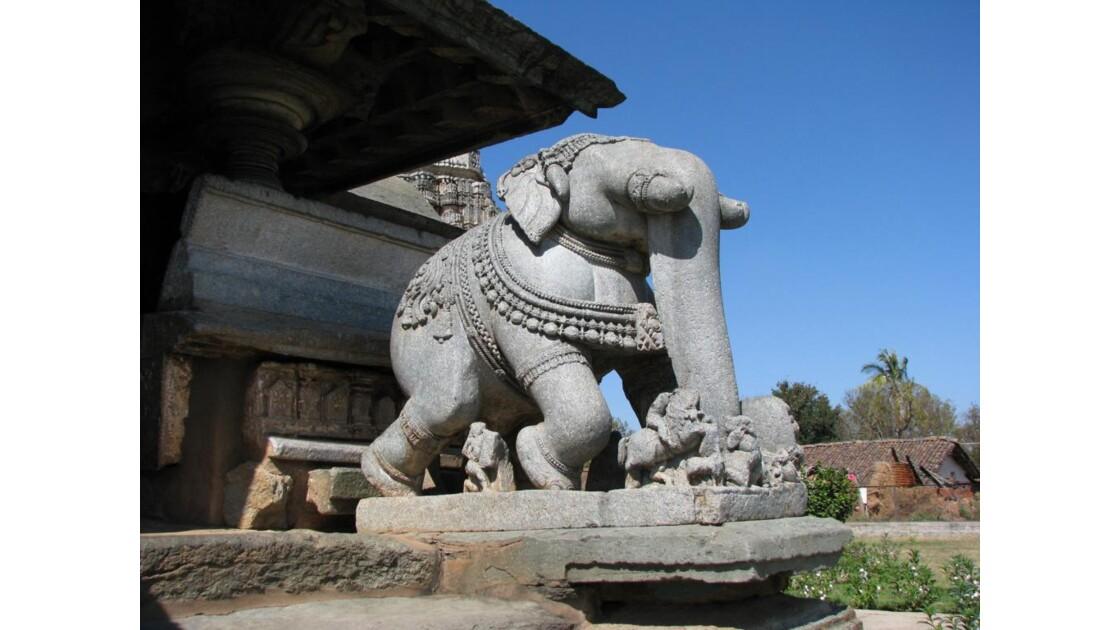 Au Temple de Belawadi a Karnataka