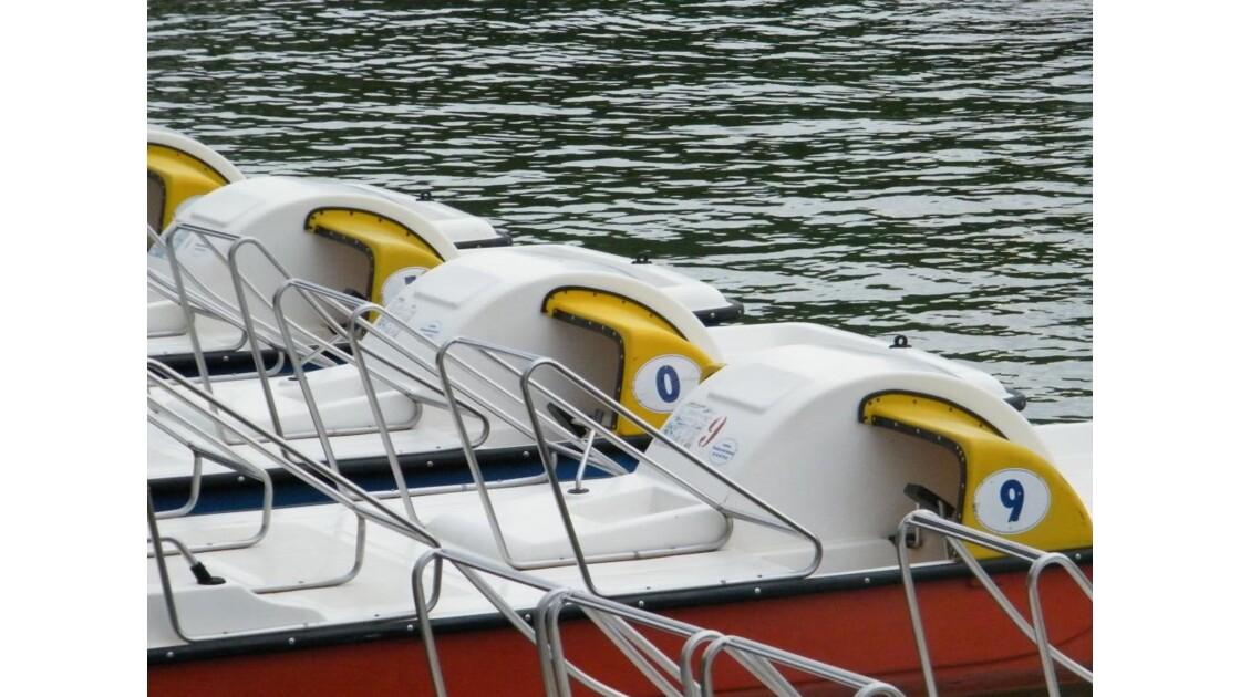 Pédalos sur le lac d'Annecy