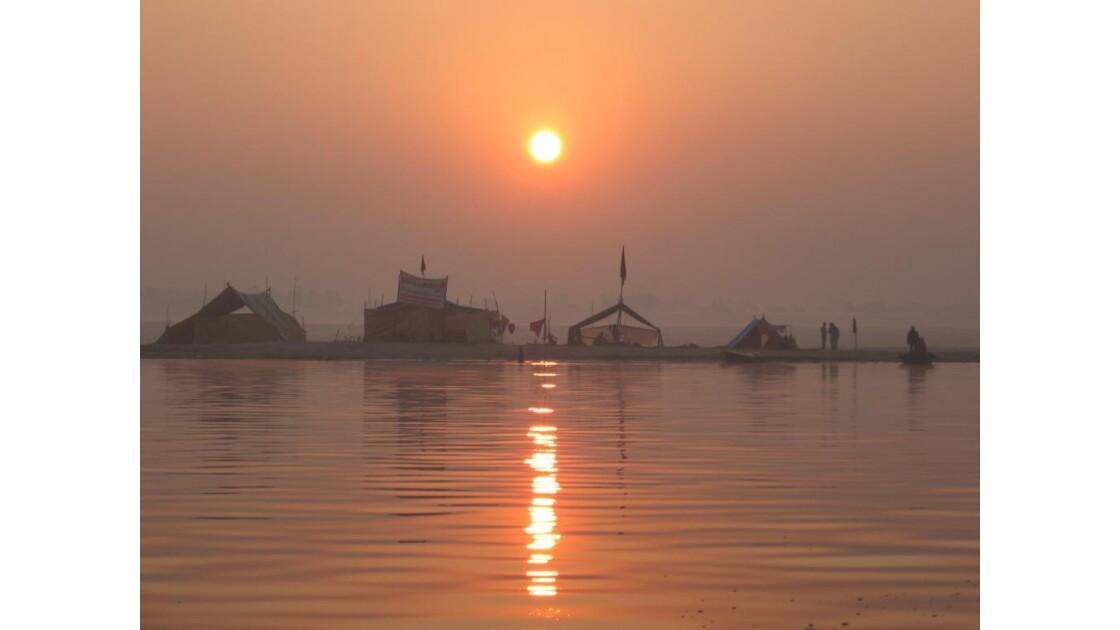 Soleil levant sur le Gange