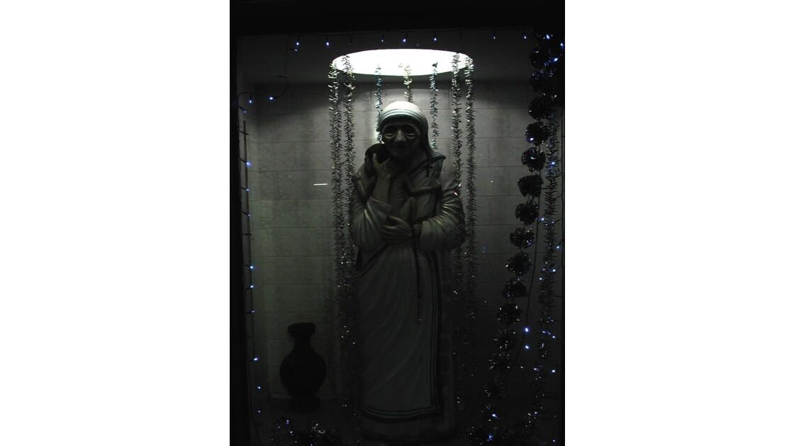 mère Théresa en sombre