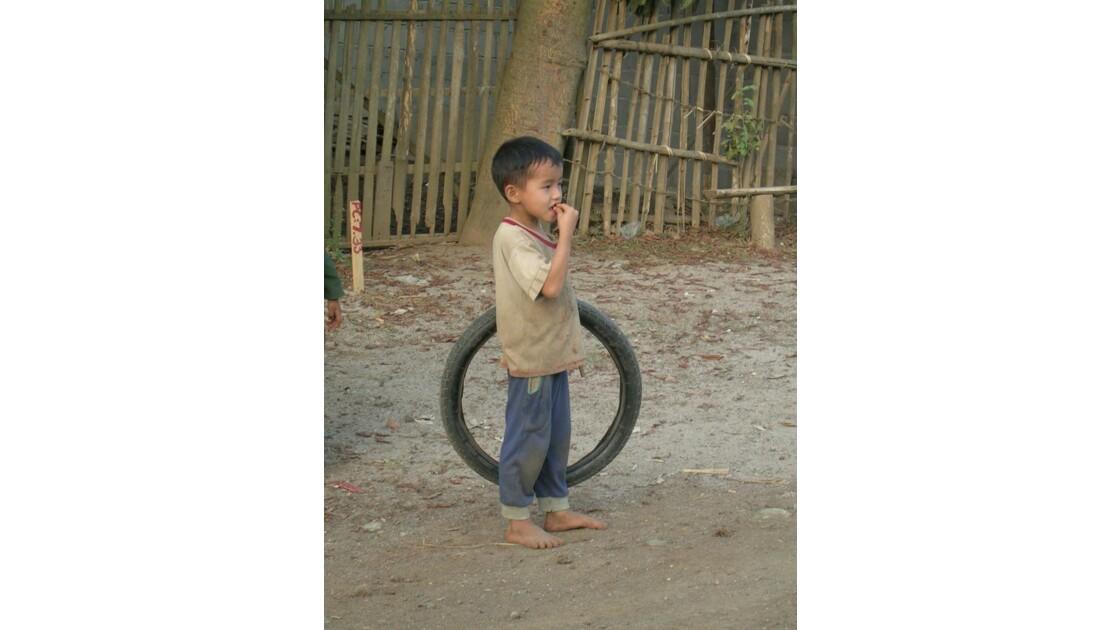 Petit garçon Hmong
