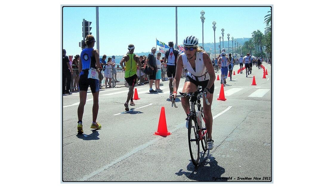 Croisement coureurs à pieds et cycliste
