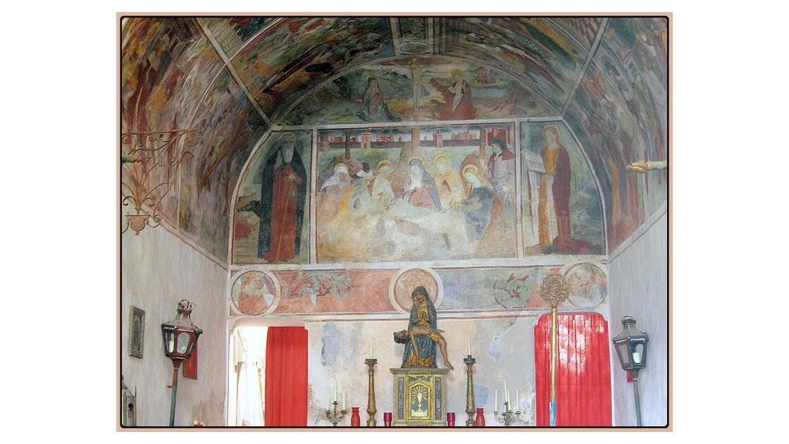 Dans la chapelle des Pénitents Blancs